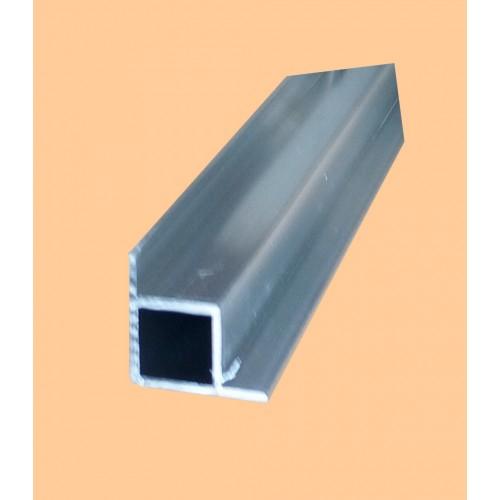 hliníkový profil s výstupkom na dvoch stranách rohový 20x20/1,5